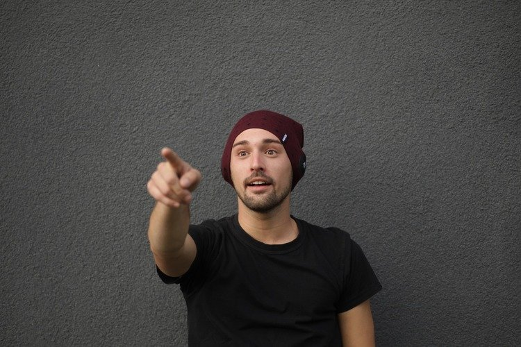 Slim Light Beanie Burgundy Red-Black